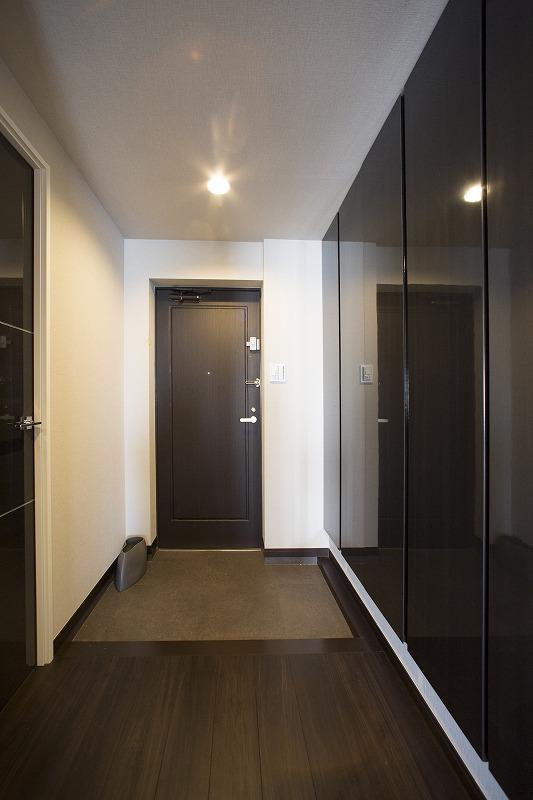 高級感のあふれる玄関フロア