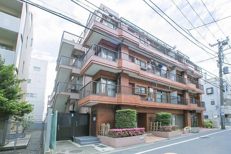 シーズンには桜で賑わう目黒川至近!!