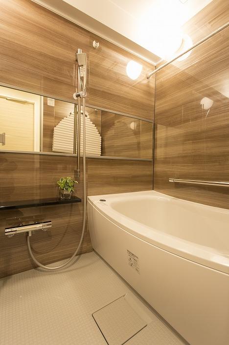 清潔感のあるユニットバス(浴室換気乾燥機能付)