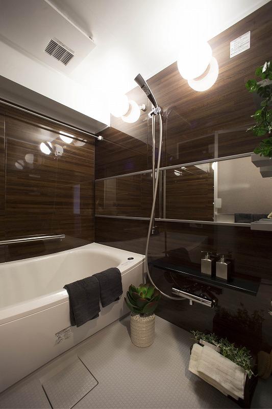 TOTO社製の高級感あふれる壁はバス空間を癒しの空間に変えます