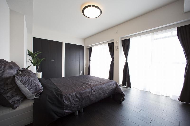 広々な主寝室は、充実の収納スペースで、いつでも片付け楽々!