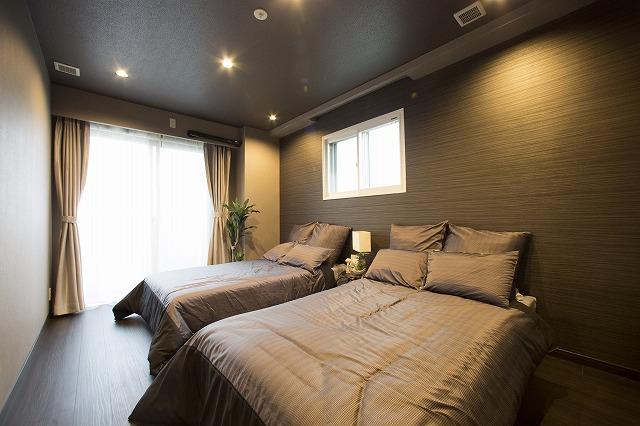 たっぷりの陽光と心地よい風が舞い込む主寝室