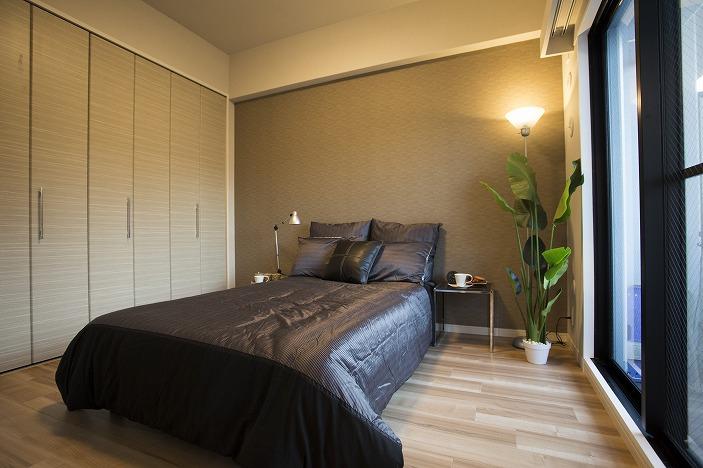 落ち着いたアクセントクロス採用の主寝室