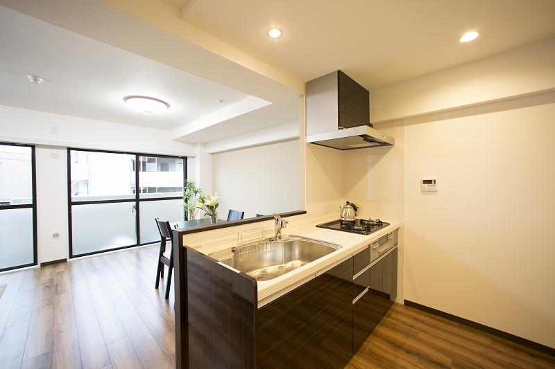 新規交換のキッチン、高級感のある大理石トップ