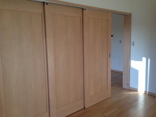 洋室(3)は3枚の引戸を開けることになり、LDとして利用可能