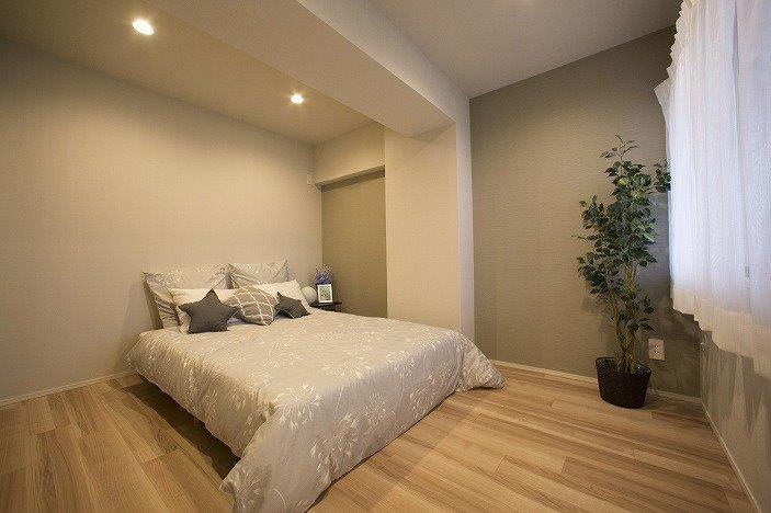 主寝室には2つのクローゼットがあります