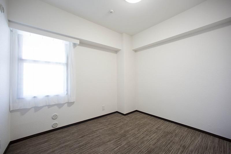 玄関横にある洋室