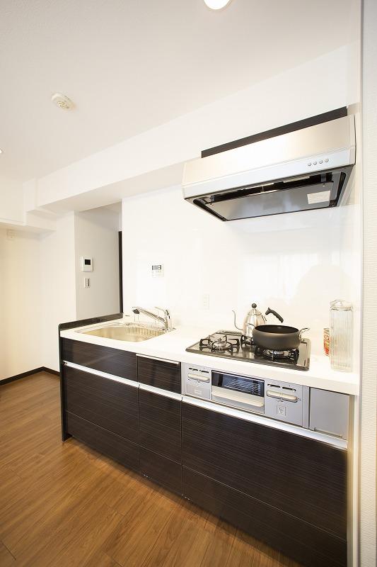 新規設置キッチン 高級感のある大理石トップ