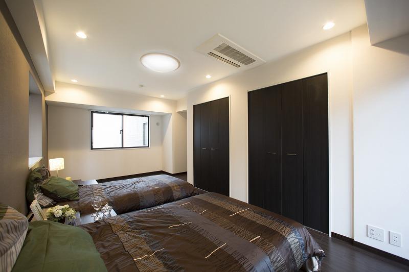 一日の疲れを癒す広々な主寝室、約11.6帖