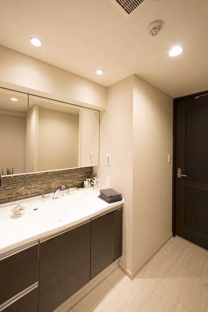 清潔感のある広々洗面室