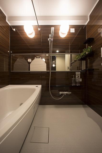 浴室乾燥機付バス、雨の日でも楽に洗濯物ができる。