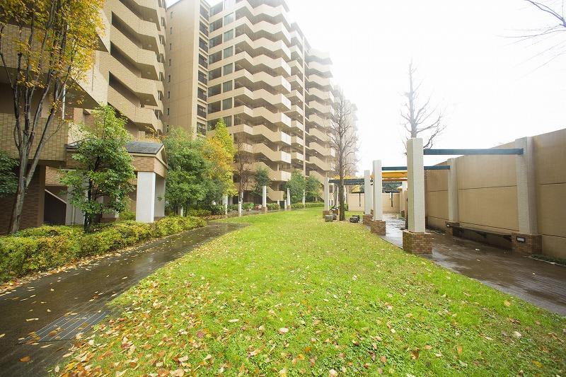 緑溢れる敷地に、284世帯の大規模マンション