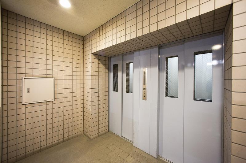 忙しい朝通勤にうれしいエレベーター二基あります。
