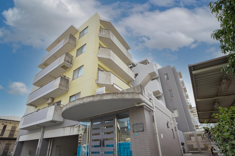 地上6階建て、総戸数27戸の小規模マンション