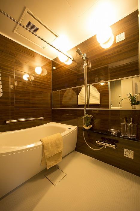 浴室には浴室暖房換気乾燥機を装備
