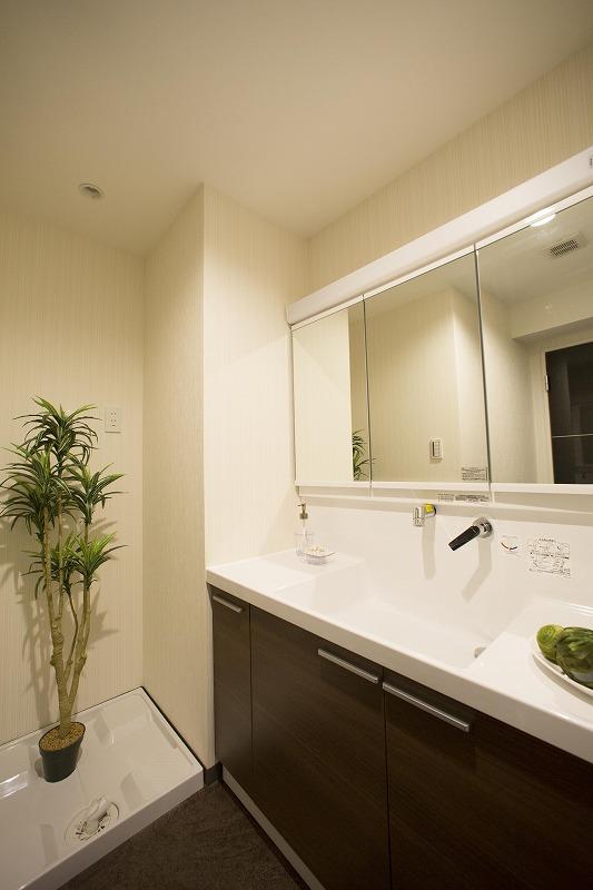 TOTO社製の洗面台は、水垢が付きにくくお手入れ簡単!