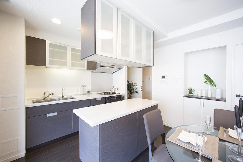 開放感のあるオープンキッチン、新規仕様