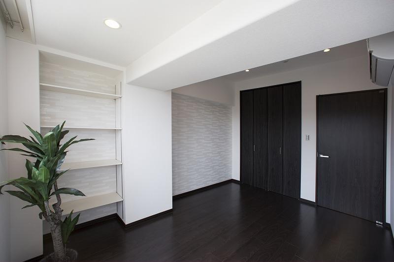 洋室は大型クロゼット付、収納たっぷり