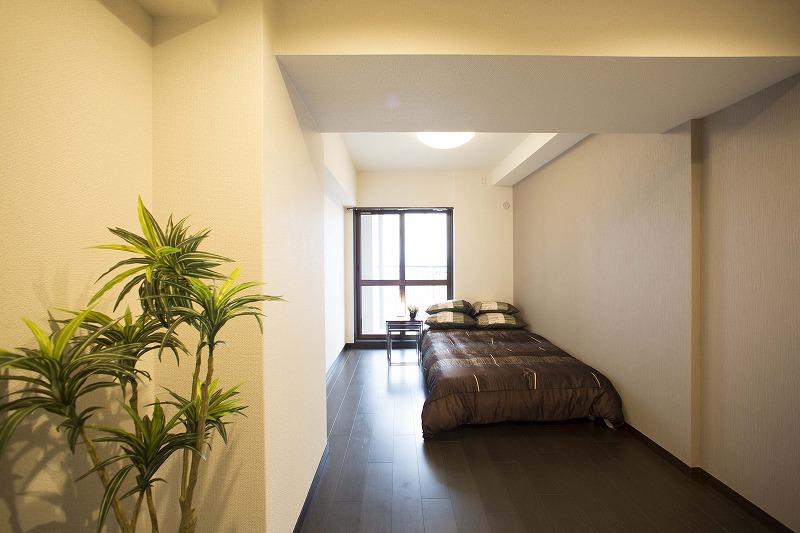 一日の疲れを癒す広々な主寝室、大型ウォークインクローゼットあり!