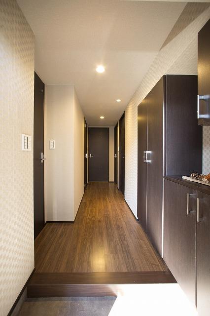いつも気持ち良くご家族を迎えられる玄関。豊富な収納。広々としていて開放感があります