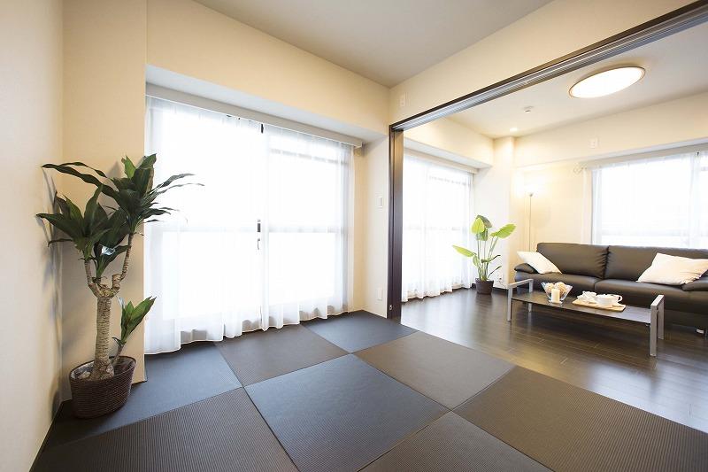 リビングよこにある洋室は、開放感があります