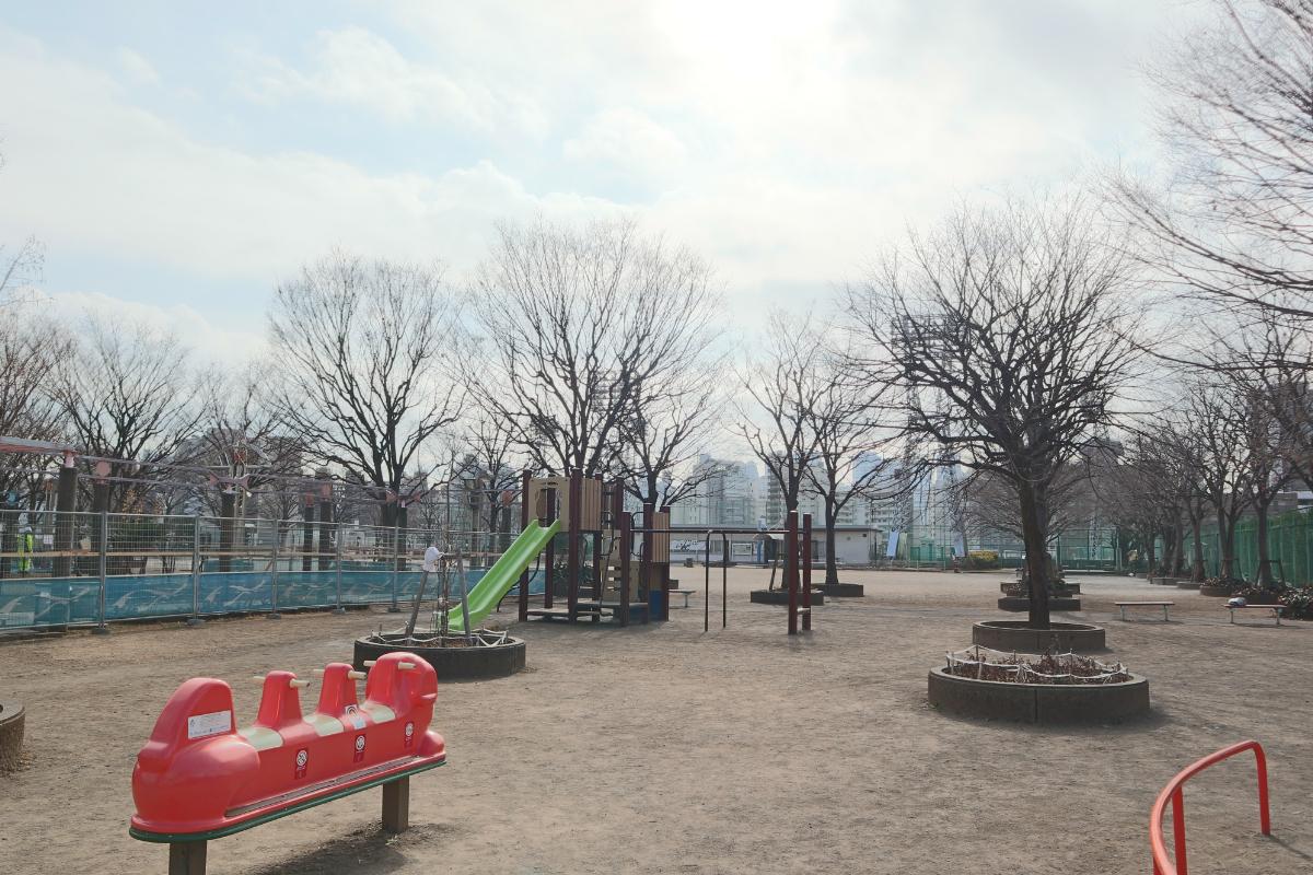 新宿区立落合中央公園 徒歩約7分(約560m)