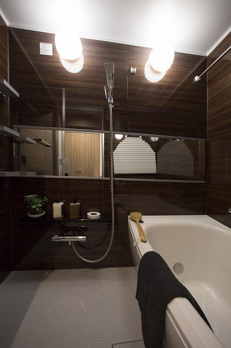 一日の疲れを癒す広々な浴室、浴室乾燥機付
