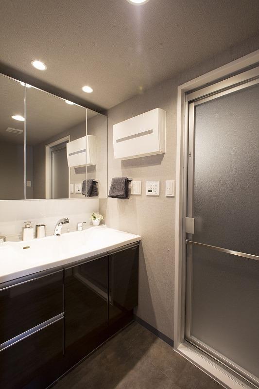 ゆとりの洗面スペースで朝の身支度もスムーズに