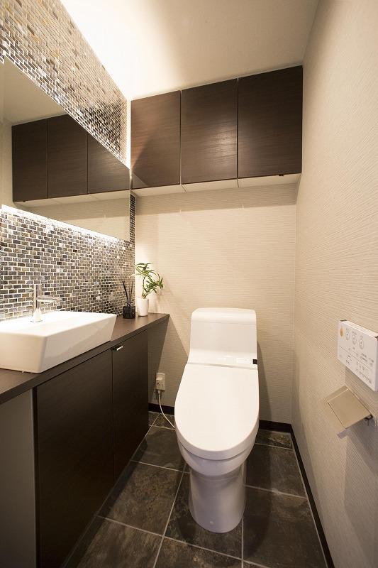 TOTO社製のトイレは、やわらかい洗浄音の「トルネード洗浄」はこれまでの便器よりもやわらかい洗浄音を実現しています。