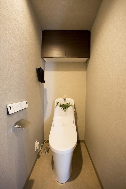 ウォシュレット付トイレ、吊り棚、手荒き付