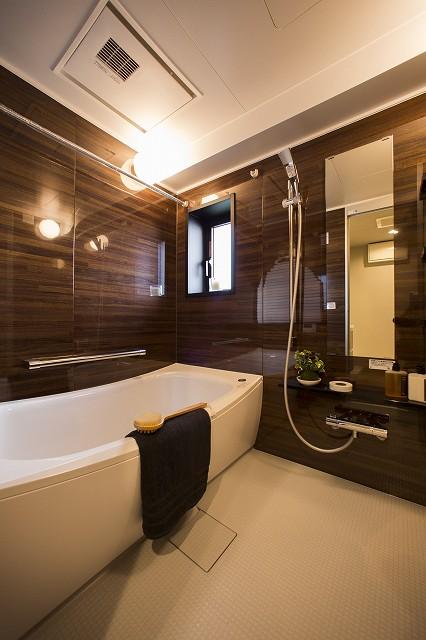 1日の疲れを癒す浴室