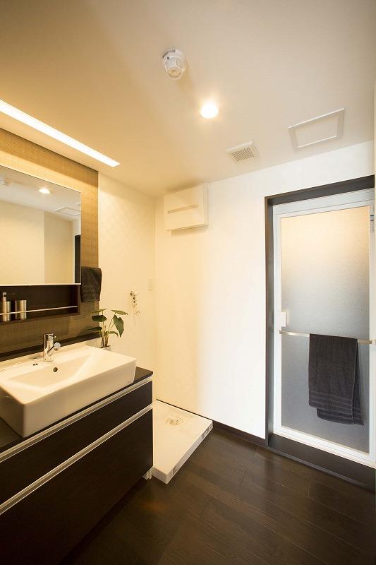 清潔感のある洗面化粧室 洗濯機置場があります