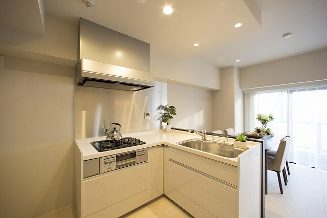 食器洗乾燥機付で快適な対面式キッチン