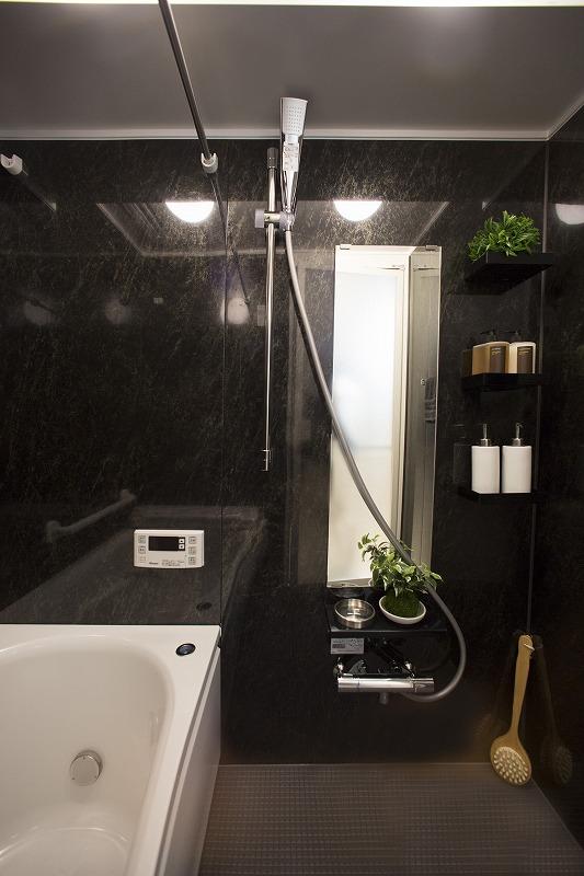 一日の疲れを癒す浴室、追い焚き機能付